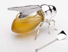 Si eres de los que disfrutan a menudo de la miel y además te gusta servirla en un bonito envase en lugar de en los tarros que proporcionan los mis...