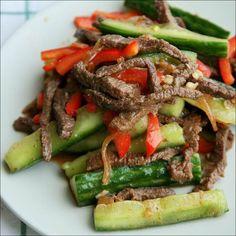 Фото к рецепту: Огурцы с мясом по корейски