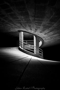 Anti-helicoidal by Julien Ratel Architecture Details, Interior Architecture, Building Museum, Spiral Shape, Longboarding, Photo Black, Installation Art, Art Installations, Light And Shadow
