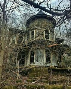 "God and Country Living ollebosse: "" "" Related posts:Abandoned Mansion with Indoor Pool Abandoned Mansion For Sale, Old Abandoned Buildings, Abandoned Property, Abandoned Castles, Abandoned Mansions, Old Buildings, Abandoned Places, Scary Places, Haunted Places"