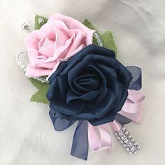 Double Rose Buttonhole with Navy Blue & Baby Pink Roses. Coral Wedding Flowers, Purple Wedding Cakes, Pink And Blue Flowers, Prom Flowers, Bouquet Flowers, Black Corsage, Homemade Wedding Gifts, Calla, Corsage And Boutonniere