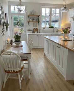 Kitchen Interior, Kitchen Decor, Room Kitchen, Cute Kitchen, Kitchen White, Design Kitchen, Country Kitchen Farmhouse, Farmhouse Homes, Modern Farmhouse