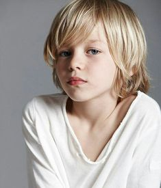 Cody Bryant, jüngstes Mitglied des New Orleans Coven, folgt Beau wie eine . Best Picture For Kids Hairstyles with tiara For Your Taste You are looking for something, Boys Long Hairstyles Kids, Boy Haircuts Long, Cool Boys Haircuts, Toddler Boy Haircuts, Little Boy Haircuts, Little Girl Hairstyles, Haircut Long, Trendy Haircuts, Funky Hairstyles