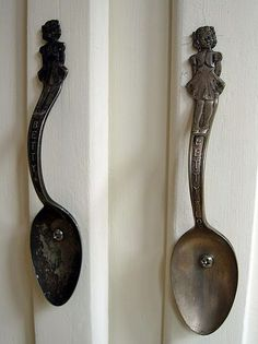 Spoon door handles - need more attractive fasteners but would work well for cabinet handles/drawer pulls in some kitchens. Cabinet Handles, Door Handles, Cabinet Hardware, Kitchen Handles, Kitchen Hardware, Copper Handles, Kitchen Pulls, Pull Handles, Diy Upcycling