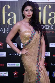 shriya saran bare back in saree in iifa 2012 award hot images