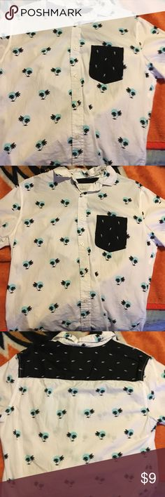 A button up shirt with palm trees on it A very comfortable palm tree styled shirt Aeropostale Shirts Casual Button Down Shirts