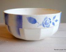 Art Deco stencilware bol avec des roses, avec des roses bleues, coupe à fruits Français vintage, bol de service blanc bleu