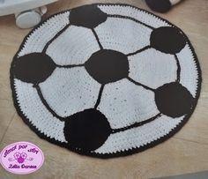 Tapete Infantil  de Crochê em Formato de Bola de Futebol