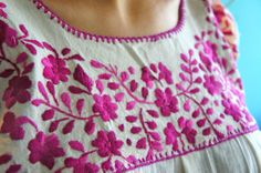 Kurti Embroidery Design, Mexican Embroidery, Hand Embroidery Flowers, Hand Work Embroidery, Embroidery On Clothes, Simple Embroidery, Shirt Embroidery, Embroidered Clothes, Hand Embroidery Stitches