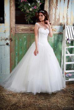 Jenni | Jenni | tulle | ball gown | wide straps | amanda wyatt | wedding dress | bridal gown | sparkle | Amanda Wyatt