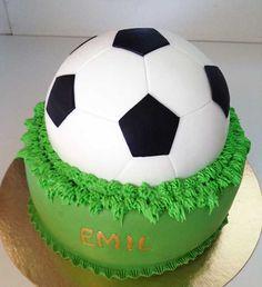 Football cake for birthday - jalkapallokakku Ancka bakar kakor