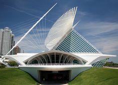 Milwaukee Art Museum, Quadracci Pavilion created by Spanish architect Santiago Calatrava Museum Architecture, Futuristic Architecture, Beautiful Architecture, Contemporary Architecture, Art And Architecture, Chinese Architecture, Contemporary Art, Santiago Calatrava, Unique Buildings