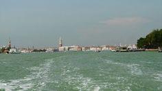 Usytuowana jest w północno-wschodniej części Włoch, między lądem stałym a Adriatykiem i rozciąga się od ujścia rzeki Sile na północy do ujścia rzeki Brenta na południu. Długość 52 km, szerokość 8-14 k