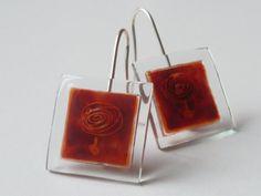 "Glass and silver dangel earrings ""pendulum"" orange colours. bglass.glass@facebook.com es.dawanda.com/shop/BGLASSbcn etsy.com/shop/BGLASSbcn Pendientes colgantes de vidrio y plata péndulo en tonos naranjas.Forma cuadrada.Pintado a mano. Tamaño de la pieza de 1,5 cms. x 1,5 cms.  Joyerí..."