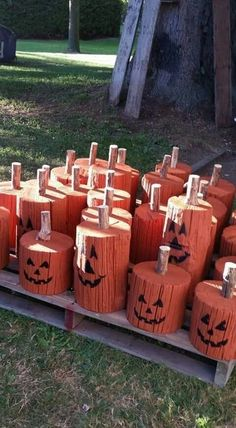 Diy Fall Crafts fall diy crafts to sell Halloween Crafts To Sell, Halloween Projects, Diy Halloween Decorations, Holidays Halloween, Halloween Diy, Holiday Crafts, Fall Decorations, Wooden Halloween Signs, Halloween Fence