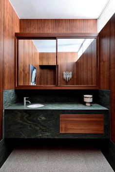 Home Interior Bathroom Pettigrew-Boyd Residence by Flack Studio Home Interior, Bathroom Interior, Interior Architecture, Interior Plants, Flack Studio, Pierre Jeanneret, Steam Showers Bathroom, Shower Rooms, Suites