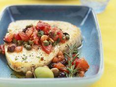 Filet vom Schwertfisch mit Kapern-Tomaten-Salsa ist ein Rezept mit frischen Zutaten aus der Kategorie Fruchtgemüse. Probieren Sie dieses und weitere Rezepte von EAT SMARTER!