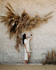 """María Limón on Instagram: """"I close today a wonderful year, it has been one with so many good things, good friends, good vibes and lots of blooms around me and my…"""" Boho Wedding, Floral Wedding, Wedding Flowers, Decor Wedding, Bouquet Wedding, Dried Flower Arrangements, Dried Flowers, Hippie Style, Flower Installation"""