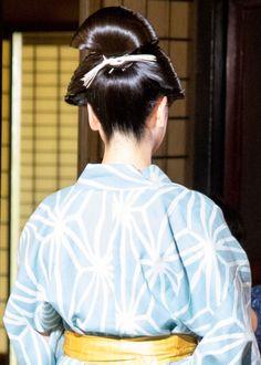 Updo Hairstyle, Bun Hairstyles, Geisha, Updo Styles, Hair Styles, Japanese Hairstyles, Big Bun, Roller Set, Traditional Japanese