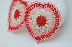 Crochet heart earrings -Crochet earring jewelry - Large crochet earring - Crochet earring - Pink, red, cream  Pendientes, aretes, zarcillos, de ganchillo. Forma de corazón.