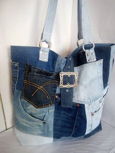 Denim bag of distressed jeans. Womens bag of jeans. A stylish bag of recycled je Denim Backpack, Denim Tote Bags, Denim Purse, Amo Jeans, Blue Jean Purses, Leather Purses, Leather Wallets, Leather Bags, Recycled Denim