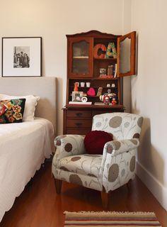 Um décor clean e informal. Veja: http://www.casadevalentina.com.br/projetos/detalhes/refugio-na-cidade-grande-618  #decor #decoracao #interior #design #casa #home #house #idea #ideia #detalhes #details #style #estilo #casadevalentina #bedroom #quarto