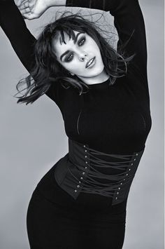 Ewa Farna se ukázala v celé své kráse: V posteli odhalila své sexy křivky Black And White Portraits, Your Photos, Desi, Little Girls, Goth, Singer, Photo And Video, Celebrities, Instagram Posts