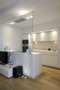 white minimal kitchen project design deposito creativo http://www.depositocreativo.it/featured_item/piccolo-appartamento-minimal/