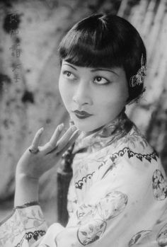 Anna May Wong, photo by Fred Daniels (National Portrait Gallery, UK) via saisonciel Silent Film Stars, Movie Stars, Vintage Hollywood, Classic Hollywood, Hollywood Glamour, Asian American Actresses, Anna May, Frederick William, Chinese American