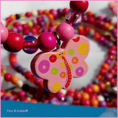 zu bekommen auf Knibbli.com sowie ... -  AKTUELL 30 % Aktion - auf gesamten Warenkorb  Motiv Schmetterling  https://knibbli.com/index.php?id_product=91&controller=product  #Holzperlen #Kette #Anhänger #Gummiband #Holz #Knibbli #Armband #elastisch #Haarband #Haargummi #Beinkette #Haarschmuck #Perle #perlen #Schmuck #Kettchen #Kinderkette #Beinkettchen #Fußkettchen #Freundschaftsband #Freundschaftskette #seepferdchen #Freundschaftsarmband #schmetterling #Falter #Butterfly #Seepferd #Rabatt…