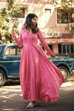 Long Dress Design, Stylish Dress Designs, Designs For Dresses, Stylish Dresses, Simple Dresses, Dresses For Women, Casual Gowns, Indian Gowns Dresses, Indian Fashion Dresses