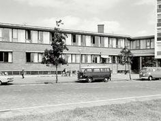 Voorkant politiebureau Lodewijk van Deijsselstraat. Foto: bron en datum onbekend.