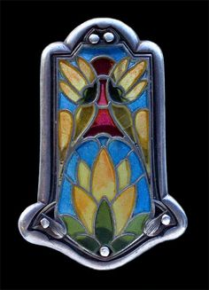 ARTS & CRAFTS Brooch - Silver Plique-à-jour enamel. H: 4.9 cm (1.93 in); W: 3.2 cm (1.26 in). Marks: 'Sterling'. Probably American, c.1905 (Ref: 6420)