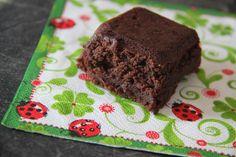 Je suis toujours aussi gourmande... et quand j'ai envie de me faire plaisir... je prépare un délicieux gâteau au chocolat... la recette que je vous propose aujourd'hui... du très célèbre pâtissier Pierre Hermé.. est une véritable tuerie ! un petit conseil......