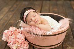 Newborn Fotografia, Foto Newborn, Disney Princess Babies, Baby Princess, Photography Poses, Newborn Photography, Book Bebe, Anne Geddes, Foto Baby