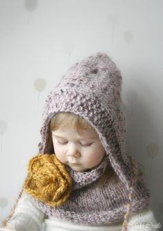 A set of two items: cowl and a hood. Both items are worked flat with super bulky yarn.Perfect to wrap up those cold autumn and winter days and look cute. The flower is crochet (US terms used).