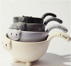 Measuring cups for the cat lover