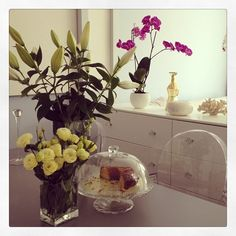 dariapogo's photo on Instagram I'm back #flowers #lilies #hopetheywillopensoon #cake #hotsummer