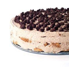 Chocolate Chip Cookie Icebox Cake with layers of chocolate chip cookies and thick whipped chocolate cream creating one legendary no bake dessert. No Bake Desserts, Easy Desserts, Dessert Recipes, Summer Desserts, Dessert Ideas, Cookie Recipes, Delicious Chocolate, Vegetarian Chocolate, Yummy Treats