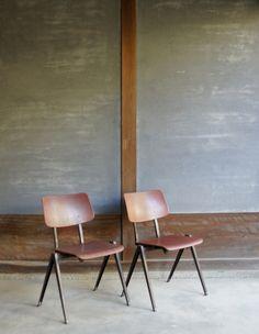 #インテリア #ビンテージ #インダストリアル #イームズ #フリソクラマー #ジャンプルーヴェ #北欧 #カフェ #ロフト #椅子 #チェアー #家具 #industrial #vintage #interior #eames #frisokramer #jeanprouve #dutchdesign #denmark #cafe #loft #romanandwilliams #colorandform
