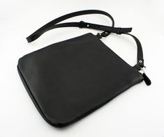 753f86167a3a6 Authentic Vintage Coach Swing Pack Cross Body Shoulder Bag Hobo Style No.  9457 in Black Glove-Tanned Leather