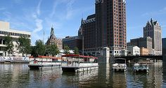 #FindFunFast with #family and #friends in #Milwaukee at #RiverWalk #BoatTours and #Rentals. #ThingsToDoInMilwaukee #FindFunInMilwaukee #Wisconsin #boats