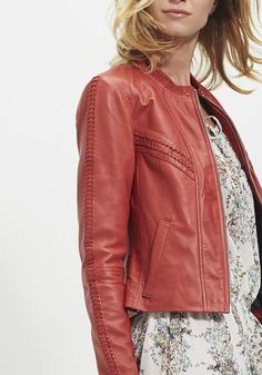 135 meilleures images du tableau CC   Feminine fashion, Jacket et ... 612f9b95c2c