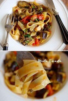Macarrão com Berinjela, risotado com molho ao tomatinho e azeitonas mais berinjela assada. Saudável e de sabor surpreendente! Dá vontade de comer todo dia!