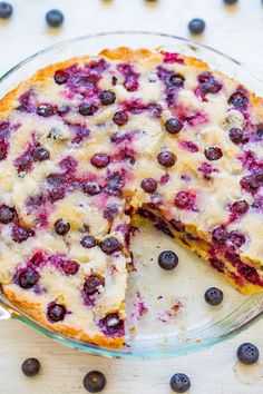 Crustless Blueberry Pie – FAST, super EASY, no-mixer dessert that's perfect for summer entertaining, picnics, or potlucks! Frozen Blueberry Pie, Best Blueberry Recipe, Homemade Blueberry Pie, Blueberry Pie Recipes, Easy Blueberry Desserts, Blueberry Cookies, Blueberry Crumble Pie, Blueberry Pie Bars, Blueberry Crisp