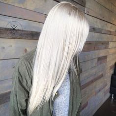 Hair Color White Highlights Icy Blonde 46 New Ideas Icy Hair, Ice Blonde Hair, Icy Blonde, White Blonde, Blonde Color, White Ombre, Platinum Hair Color, Cool Hair Color, Hair Colors