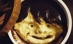 Gesichter in Häagen-Dazs Eiscreme - http://www.dravenstales.ch/gesichter-in-haeagen-dazs-eiscreme/