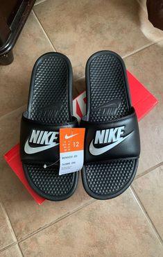 Nike Slides Mens, White Nike Slides, Estilo Nike, Zapatillas Nike Jordan, Fluffy Shoes, Nike Slippers, Nike Sandals, Nike Benassi, Mens Flip Flops