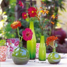 Es ist Sommer und die Auswahl an leuchtenden Sommerblumen ist riesengroß. Gar nicht so leicht, sich für eine einzige Blume zu entscheiden. Doch meist kommen die Blumen besser zur geltung, wenn man sich auf wenige Sorten beschränkt. Probieren Sie es aus.
