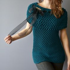 Looks like an awesome way to shape a sweater--bobbles are larger so they're put at the top. --Pia (crochet top)